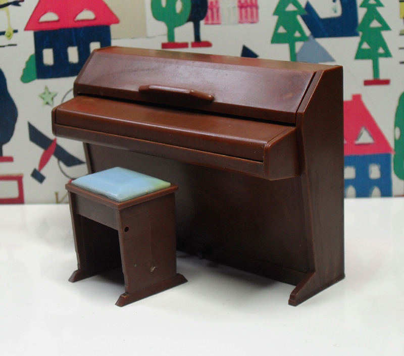 Triang Piano 1945