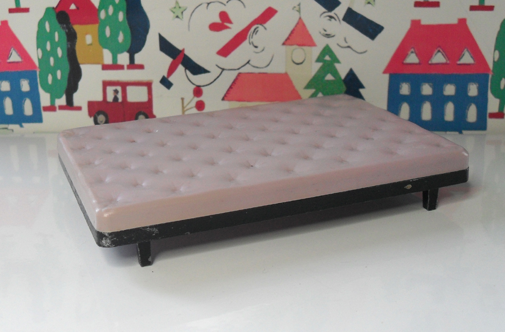 Triang Bed 1008