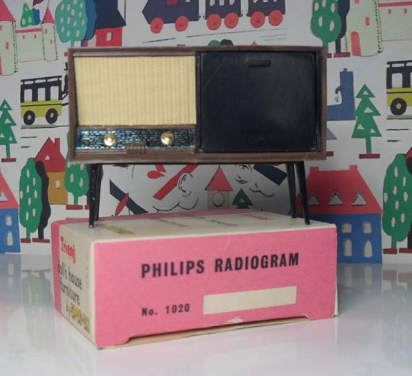 Philips Radiogram with Box 1020