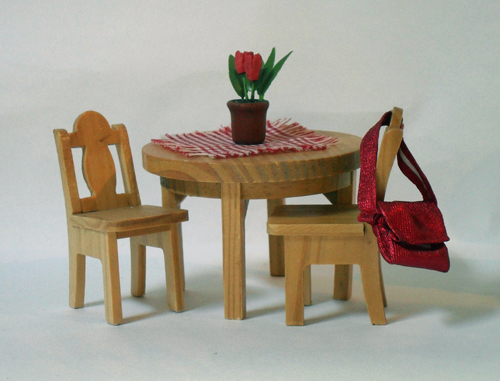 no60.3015 Kitchen Table and 2 Chairs
